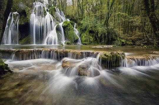 waterfalls-1144130_640